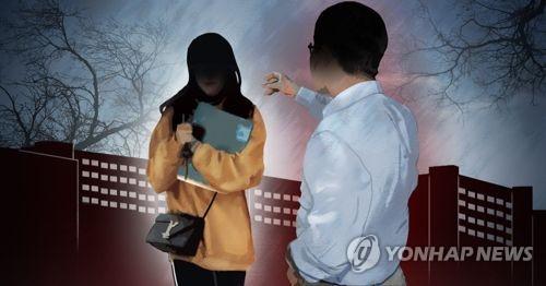'폭언교수' 이어 '추행교수' 복귀…단국대 학생 반발
