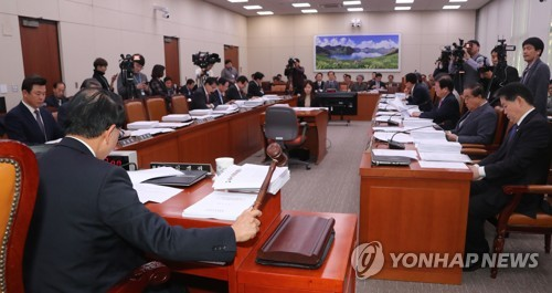 여야, 외통위서 '김영철 방남' 두고 정면충돌…고성 끝 정회