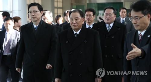 """조명균-北김영철 만찬…""""화해협력 분위기 발전 협력키로"""""""