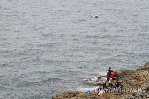 통영 낚시객들[연합뉴스 자료사진]