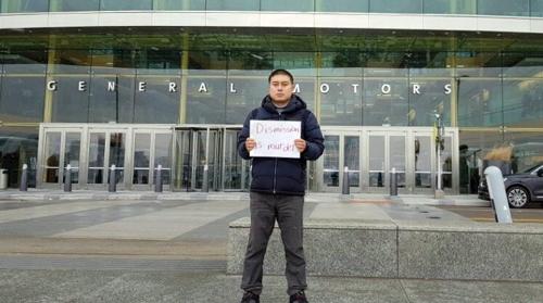 군산공장 비정규직 대표, GM 본사서 시위