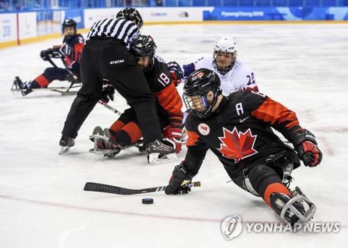 세계랭킹 1위 캐나다와 노르웨이의 평창 패럴림픽 예선 경기 장면
