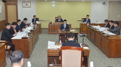 충남도의회 행정자치위원회 회의