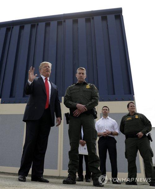 취임 후 처음 캘리포니아 방문한 트럼프 대통령
