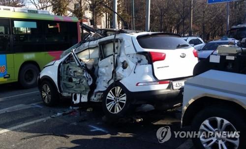 시내버스와 승용차 충돌 사망사고 [독자 송영훈씨 제공=연합뉴스]