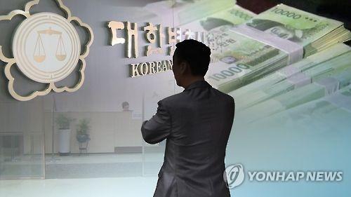 """""""'총알'로 큰거 1장 달라"""" 교제비 챙긴 변호사 집유"""