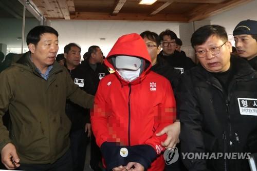 """동료 살해·소각 환경미화원…""""채무관계 불구 범행은 우발적"""""""