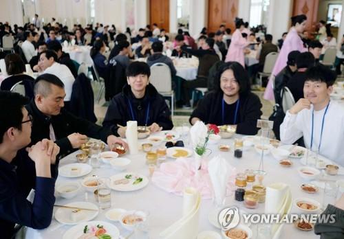 YB 일행 점심은 평양냉면