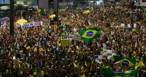 상파울루에서 벌어진 룰라 체포·수감 촉구 시위