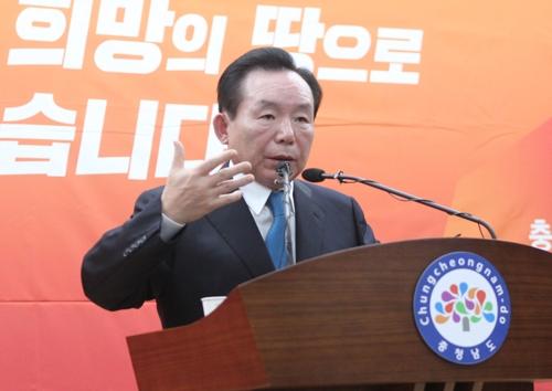 출마 기자회견하는 이인제 의원