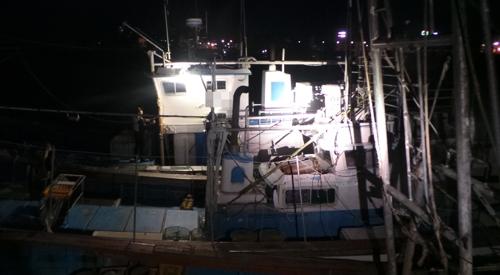 표류 후 비응항에 정박한 어선 [군산해경 제공=연합뉴스]