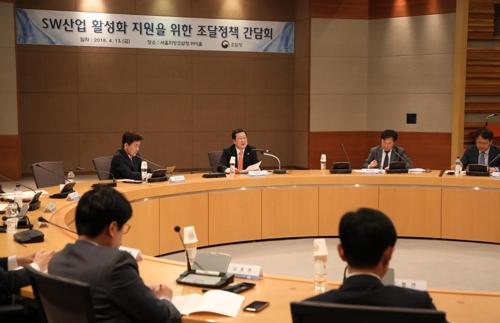 간담회 주재하는 박춘섭(중앙) 조달청장 [조달청 제공=연합뉴스]