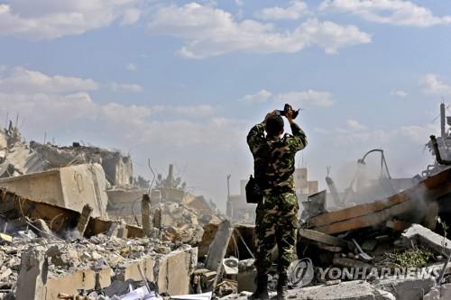 시리아정부, 서방 공습으로 파괴된 다마스쿠스 연구시설 공개     [AFP=연합뉴스]
