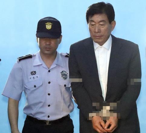 파기환송심에서 다시 법정구속된 원세훈 전 국정원장 [연합뉴스 자료사진]