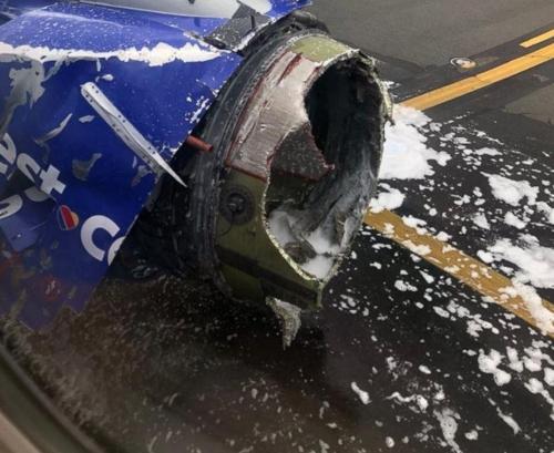 처참하게 부서진 사우스웨스트항공 여객기 엔진