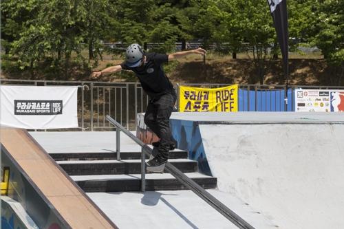 2017 아시아오픈 스케이트보드 대회 경기 장면[대한롤러스포츠연맹 제공=연합뉴스]