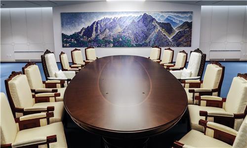 폭 2018㎜ 정상회담 라운드 테이블   / 배재만 기자