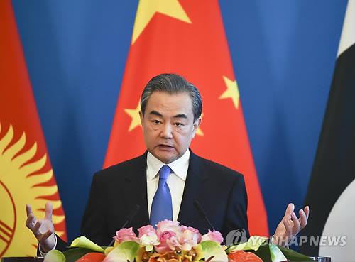북한 가는 왕이 중국 외교담당 국무위원 겸 외교부장[AP=연합뉴스]
