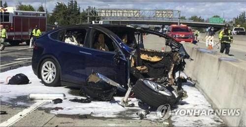 지난 3월 발생한 테슬라 모델 X 사고 현장