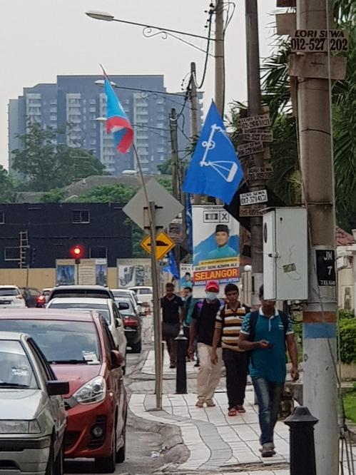 퇴근하는 말레이 노동자들