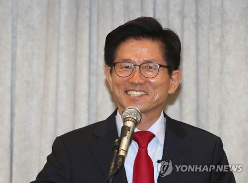 활짝 웃는 김문수 후보