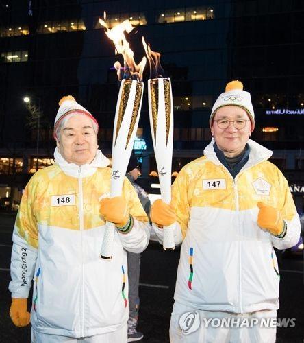 조양호 회장 父子 평창 동계올림픽 '성화 봉송' [대한항공 제공=연합뉴스]