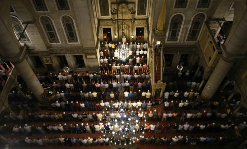 15일 밤 라마단 기도회가 열린 이스탄불의 에이위프술탄사원