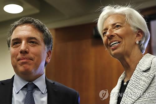 """위기의 아르헨, 내주 32조 채무 만기도래…IMF """"신속 해결"""" (워싱턴 AP=연합뉴스)"""