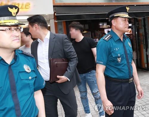 발걸음 돌리는 이철성 경찰청장