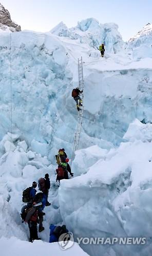 에베레스트 쿰부 빙폭 [EPA=연합뉴스 자료사진]