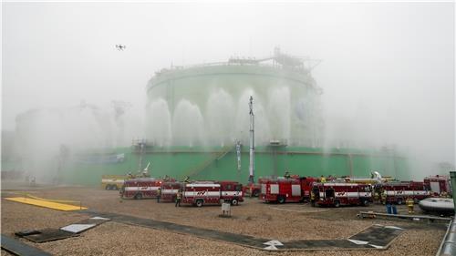 액화천연가스(LNG) 생산시설 재난훈련 / 윤태현