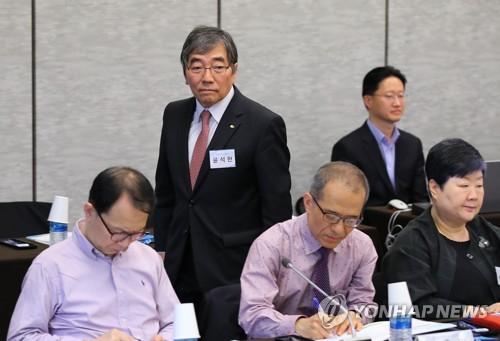 윤석헌, 금융감독 자문위 전체회의 입장