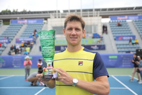 에브덴, 부산오픈 챌린저 우승…외국 선수 3주 연속 정상