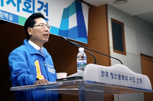 """안동시장 선거 후끈…""""새 인물로 바꿔야"""" vs """"서툰 조종사 안돼"""""""
