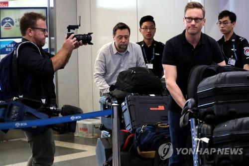 북한 향하는 외신기자들