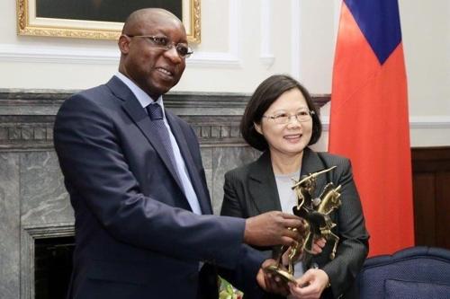서아프리카 부르키나파소도 대만과 단교 선언