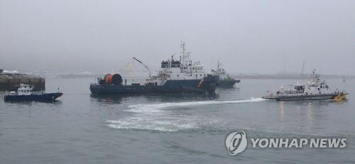 훈련하던 잠수함 지원함서 부사관 실종…해역 수색 중