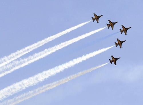 [카메라뉴스] 하늘 수놓는 에어쇼…공군사관학교 개방 행사