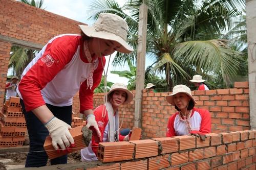 아시아나항공 베트남서 15년째 '사랑의 집 짓기' 봉사