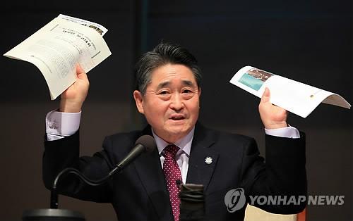 """""""지만원, 북한군이라고 지목한 5·18 참가자에게 비난 카톡"""""""