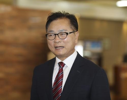 충북교육감 보수 단일후보에 심의보…진보 김병우와 맞대결
