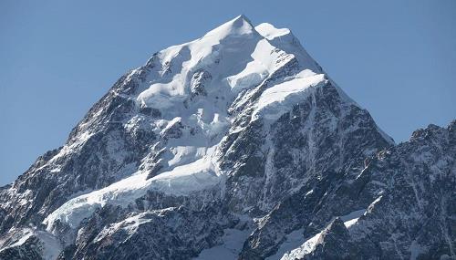 뉴질랜드 최고봉 암벽서 사람 얼굴 형상 발견 화제