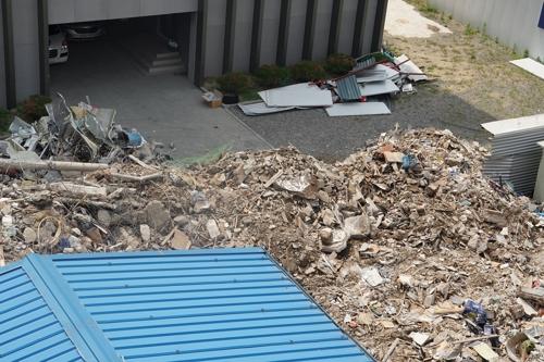 [현장] 처참한 용산상가 붕괴 현장…주변 건물도 '위태위태'