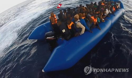 """'난민선 참사' 튀니지, 내무장관 경질…""""사망·실종자 112명"""""""