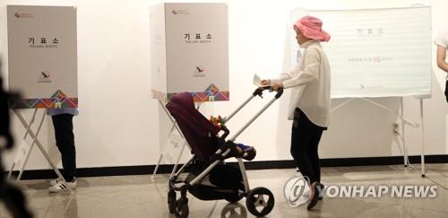 세차장·카페·기숙사까지…눈길 끄는 이색 투표소
