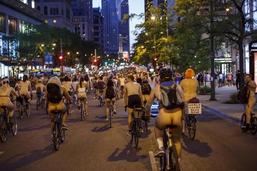 미국 시카고서 '세계 알몸 자전거 타기 대회' 개최