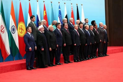 """이란 대통령 """"핵합의 유지하려는 러·중 노력 환영"""""""