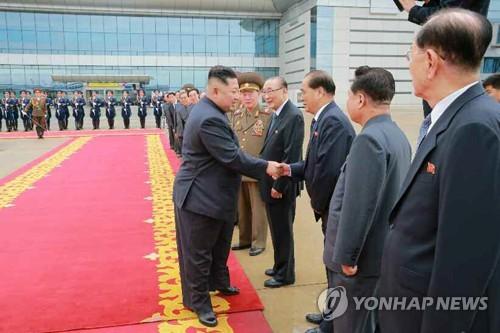 北 당·정·군 고위간부, 싱가포르행 김정은 배웅에 총출동