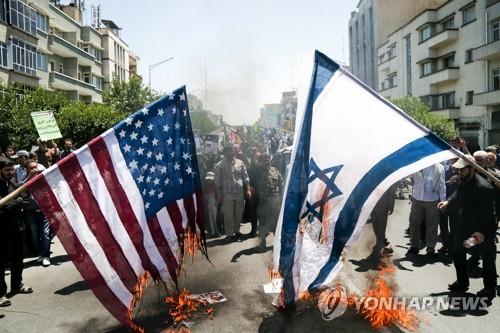 테헤란 반미시위에서 불타는 미국, 이스라엘 국기[로이터=연합뉴스자료사진]