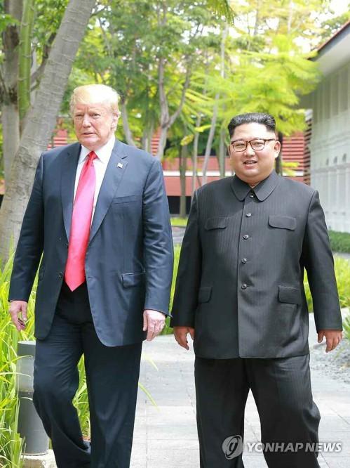 북한 신문, 김정은-트럼프 '카펠라 산책' 보도